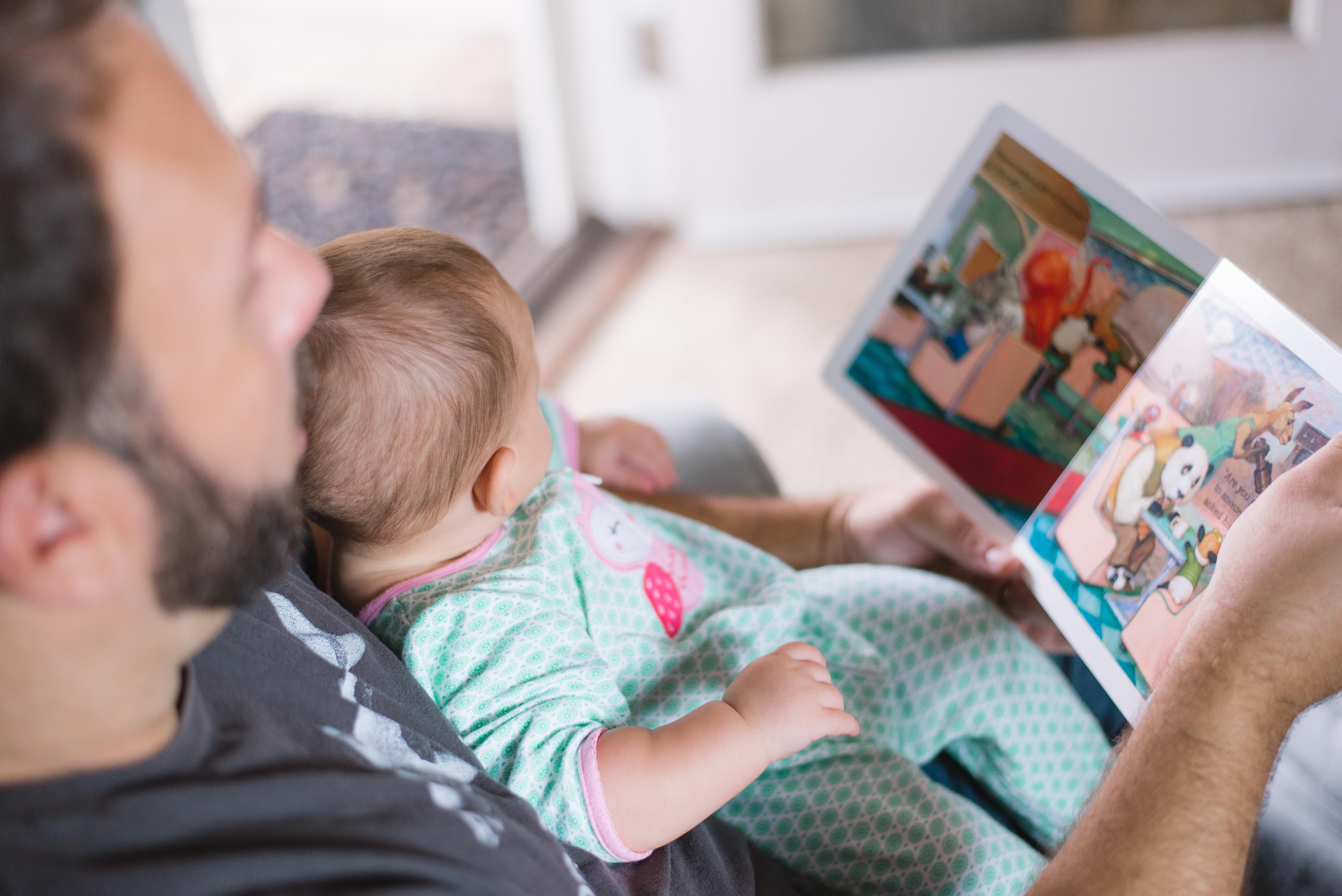 Congedo di paternità, direttiva europea lo aumenta a 10 giorni