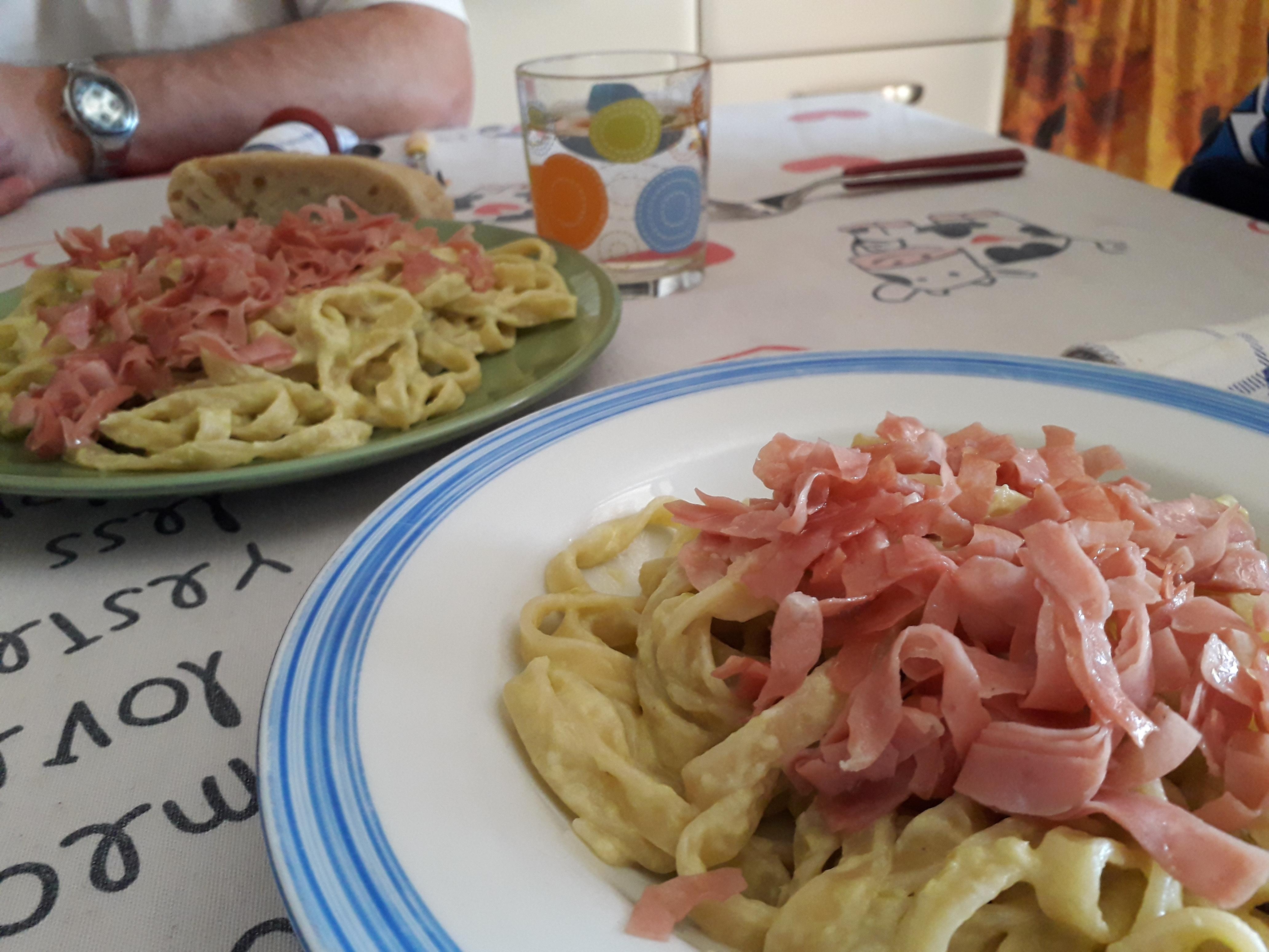 Pesto di asparagi per tagliatelle con mortadella croccante