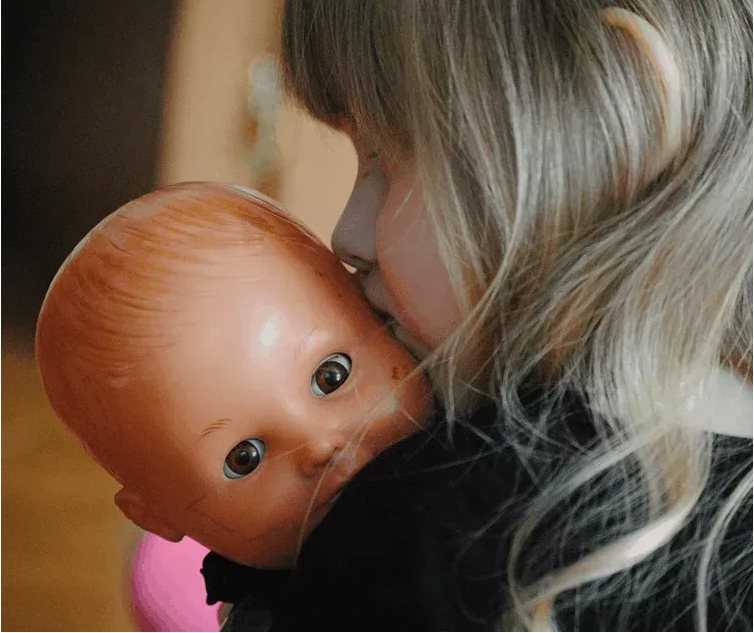 Empatia da sviluppare attraverso il gioco con le bambole e la narrazione